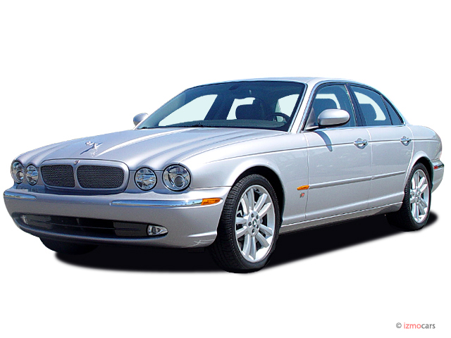 2004 Jaguar XJ 4-door Sedan XJR Angular Front Exterior View