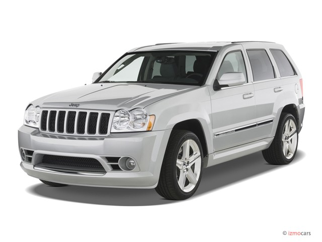 2007 Jeep Grand Cherokee 4WD 4-door SRT-8 Angular Front Exterior View
