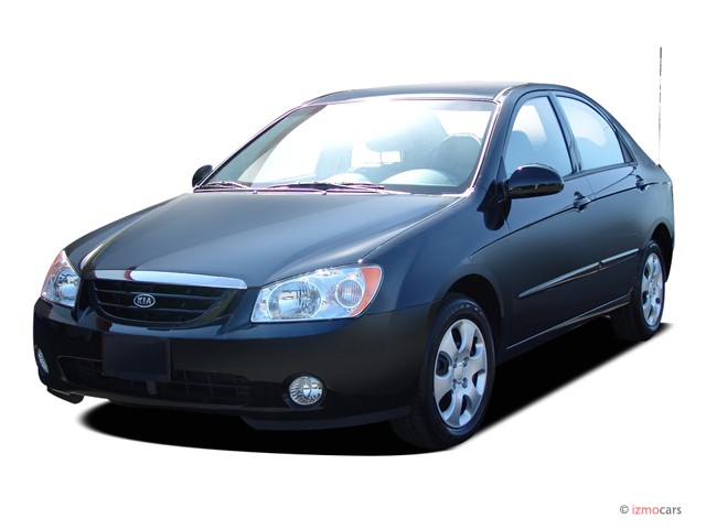 2004 Kia Spectra 4-door Sedan LX Auto Angular Front Exterior View