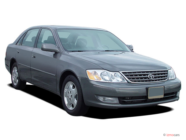 2004 Toyota Avalon 4-door Sedan XLS w/Bucket Seats (Natl) Angular Front Exterior View