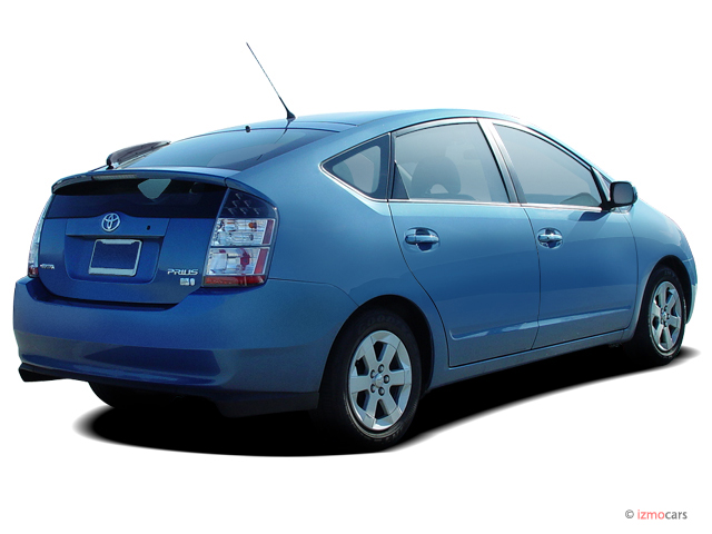 Angular Rear Exterior View - 2004 Toyota Prius 5dr HB (Natl)