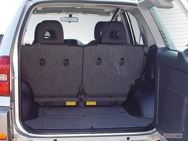 Image 2005 Toyota RAV4 4door Auto Natl Trunk size 640 x 480