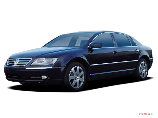 2004 Volkswagen Phaeton 4-door Sedan V8 6-spd Auto Angular Front Exterior View