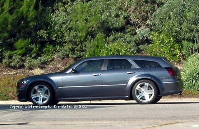 2004 Dodge Magnum spy shot