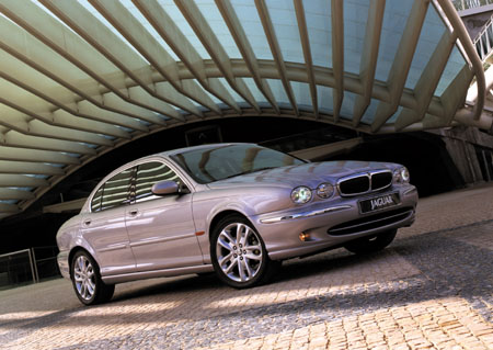 2004 Jaguar X-Type side front
