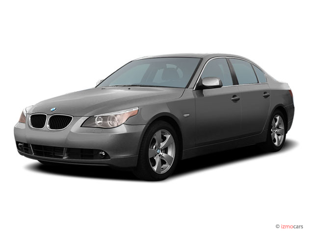 2005 BMW 5-Series 530i 4-door Sedan Angular Front Exterior View