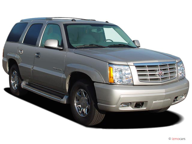 2005 Cadillac Escalade 4-door 2WD Angular Front Exterior View