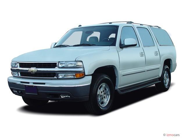 2005 Chevrolet Suburban 4-door 1500 4WD LS Angular Front Exterior View