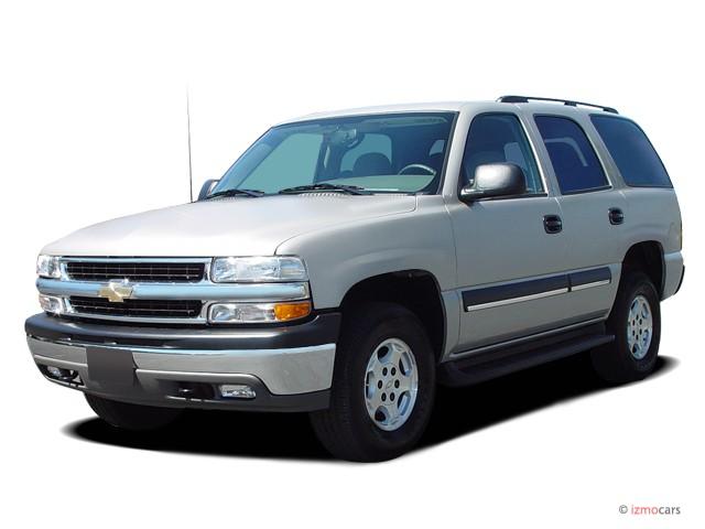 2005 Chevrolet Tahoe 4-door 1500 4WD LS Angular Front Exterior View