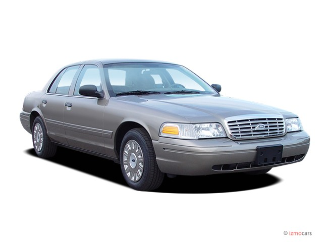 2005 Ford Crown Victoria 4-door Sedan Standard Angular Front Exterior View