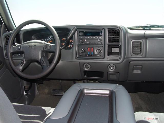 """Image: 2005 GMC Sierra 2500HD Crew Cab 167"""" WB Dashboard ..."""