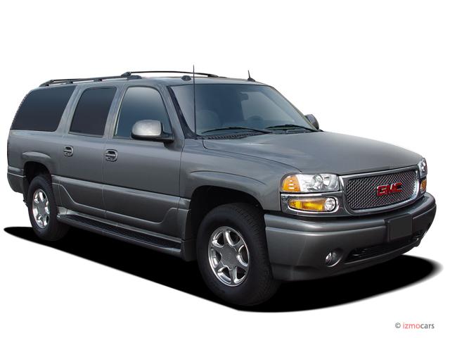 2005 GMC Yukon XL Denali 4-door 1500 AWD Angular Front Exterior View