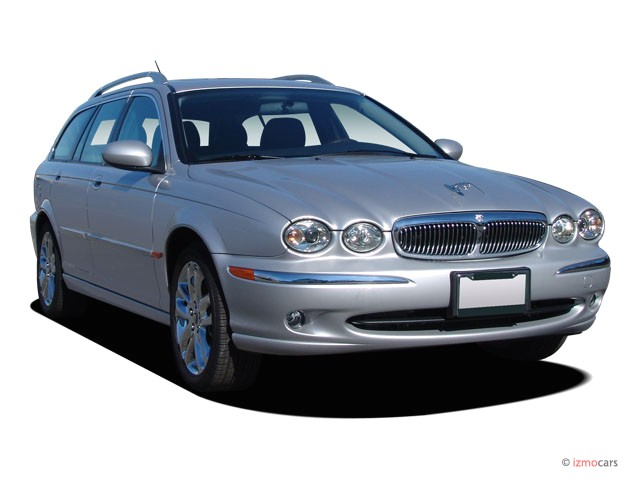 2005 Jaguar X-TYPE 4-door Wagon 3.0L Angular Front Exterior View