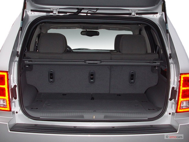 image 2005 jeep grand cherokee 4 door laredo 4wd trunk size 640 x 480 type gif posted on. Black Bedroom Furniture Sets. Home Design Ideas