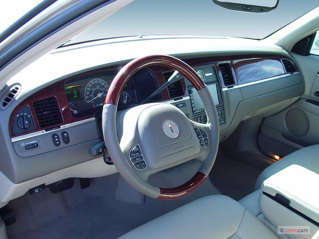 2005 Lincoln Town Car 4 Door Sedan Signature L Dashboard