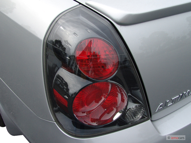 2005 Nissan Altima 4 Door Sedan 3.5 SE R Auto Tail Light