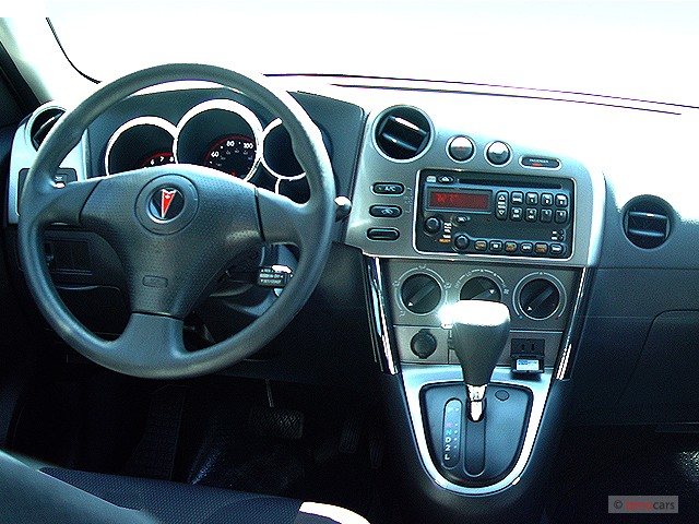 image 2005 pontiac vibe 4 door hb dashboard size 640 x. Black Bedroom Furniture Sets. Home Design Ideas