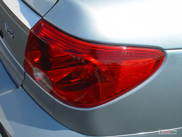 2005 Saturn L-Series L300 4-door Sedan Tail Light