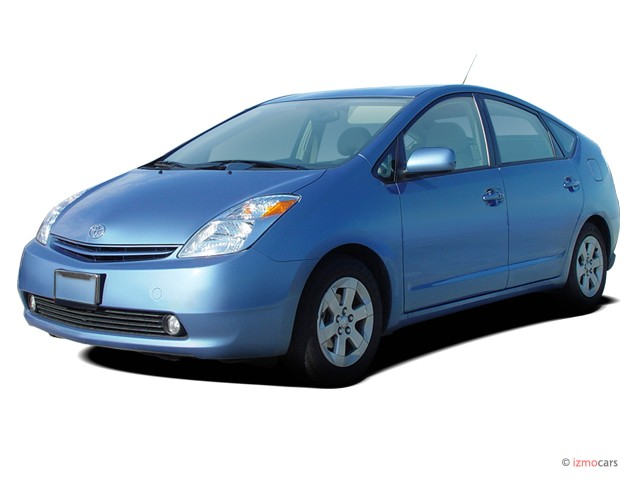 2005 Toyota Prius 5dr HB (Natl) Angular Front Exterior View