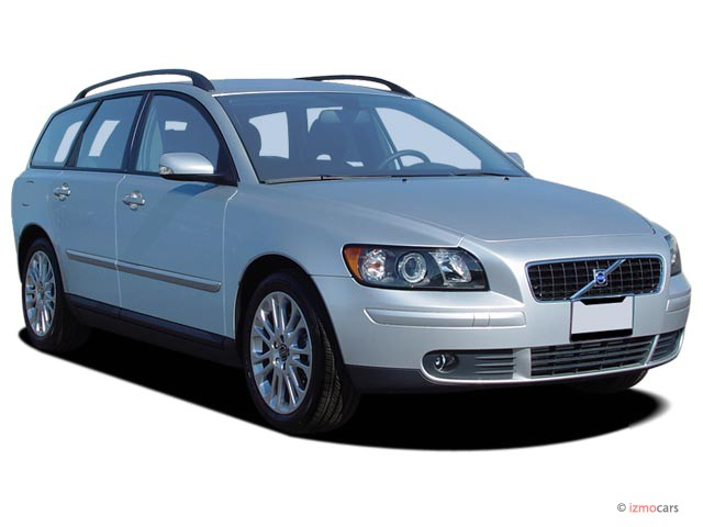 2005 Volvo V50 2.5L Turbo Manual Angular Front Exterior View