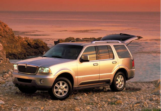 2005 Lincoln Aviator - front