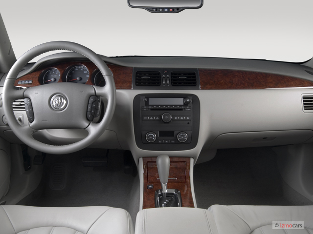 2006 Buick Lucerne 4-door Sedan CXL V6 Dashboard