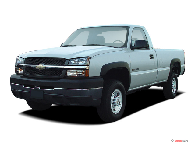 "2006 Chevrolet Silverado 2500HD Reg Cab 133"" WB 2WD Work Truck Angular Front Exterior View"