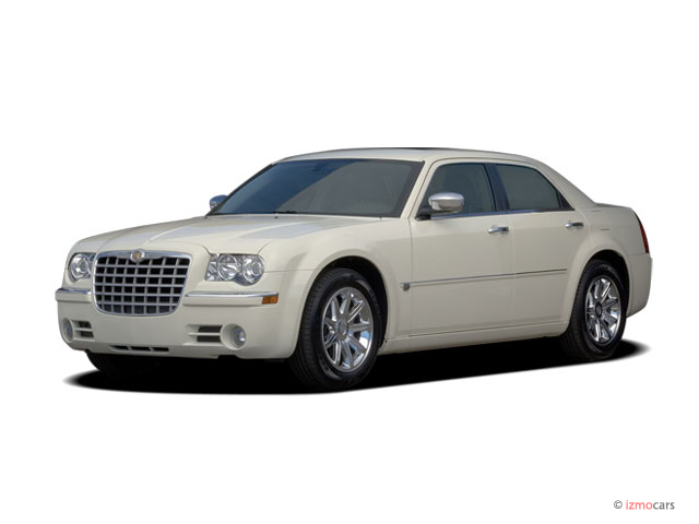 2006 Chrysler 300-Series 4-door Sedan 300C Angular Front Exterior View