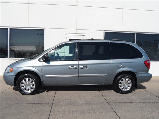2006 Chrysler Town & Country used minivan