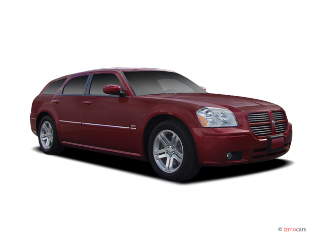 2006 Dodge Magnum 4-door Wagon R/T RWD Angular Front Exterior View
