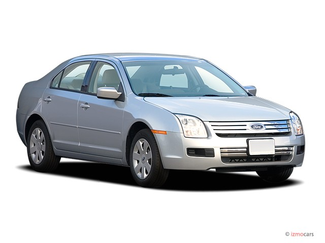 2006 Ford Fusion 4-door Sedan V6 SE Angular Front Exterior View