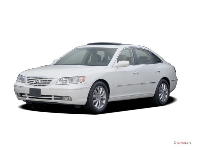 2006 Hyundai Azera 4-door Sedan Limited Angular Front Exterior View