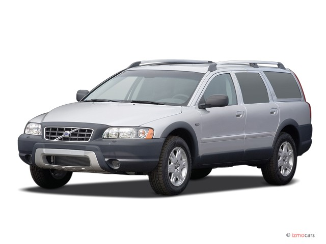 2006 Volvo XC70 2.5L Turbo AWD Angular Front Exterior View