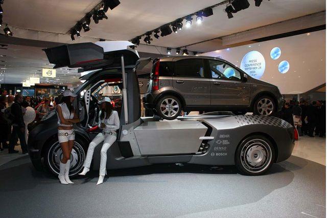 2006 Paris Show Fiat Tows Its Own