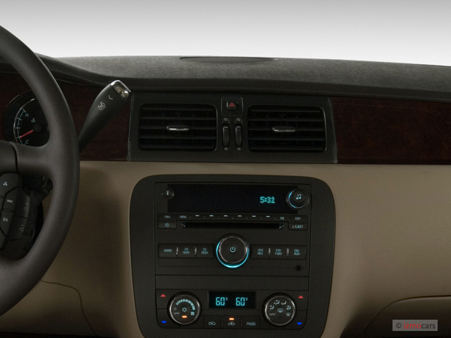 Image: 2007 Buick Lucerne 4-door Sedan V6 CX Air Vents ...