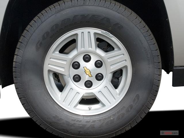 "2007 Chevrolet Avalanche 2WD Crew Cab 130"" LS Wheel Cap"