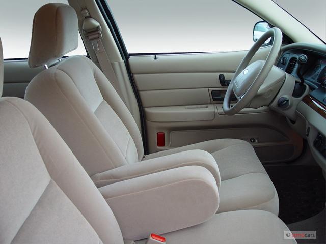 image 2007 ford crown victoria 4 door sedan standard. Black Bedroom Furniture Sets. Home Design Ideas