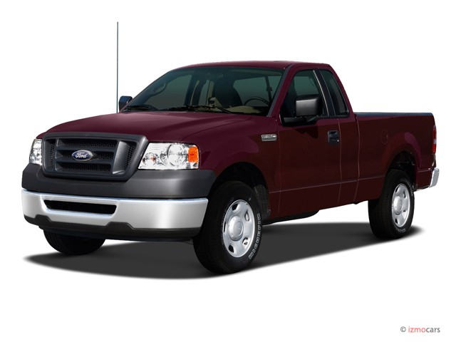 "2007 Ford F-150 2WD Reg Cab 126"" XL Angular Front Exterior View"