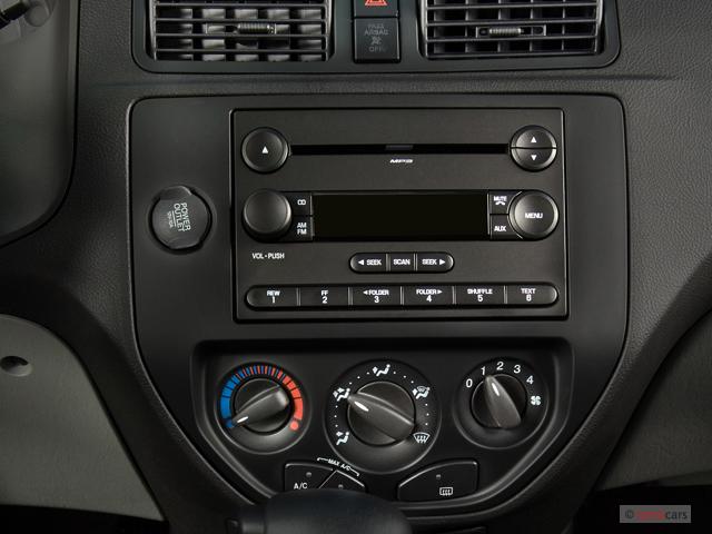 image 2007 ford focus 4 door sedan se audio system size. Black Bedroom Furniture Sets. Home Design Ideas