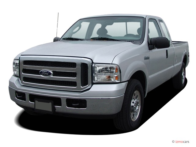 "2007 Ford Super Duty F-250 2WD SuperCab 142"" XLT Angular Front Exterior View"