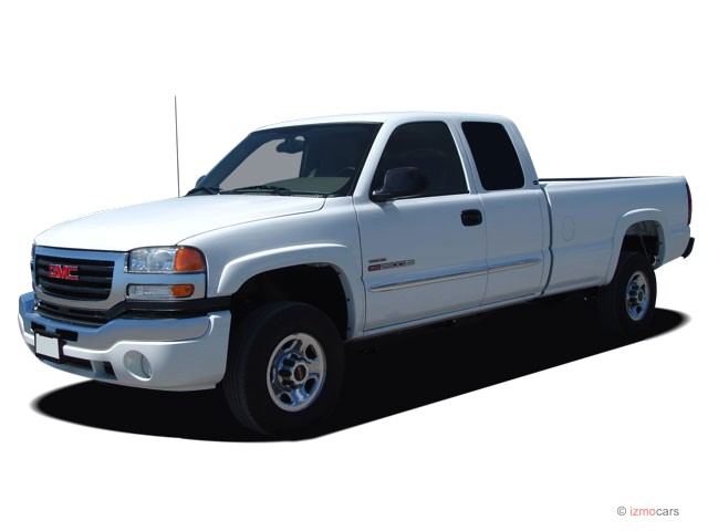 """2007 GMC Sierra 2500HD 2WD Ext Cab 143.5"""" SLE1 Angular Front Exterior View"""