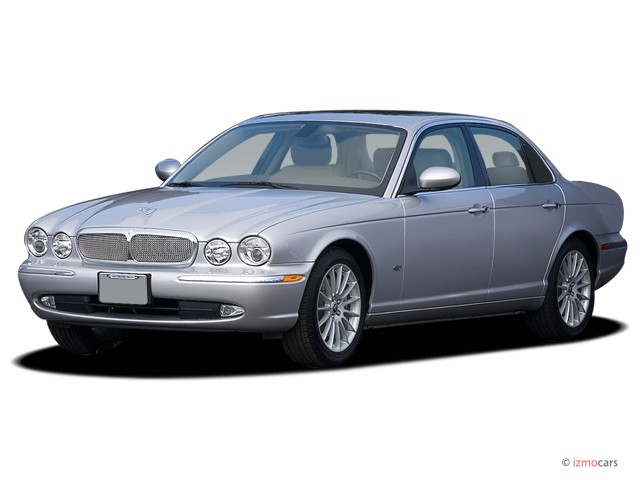 2007 Jaguar XJ 4-door Sedan XJ8 Angular Front Exterior View