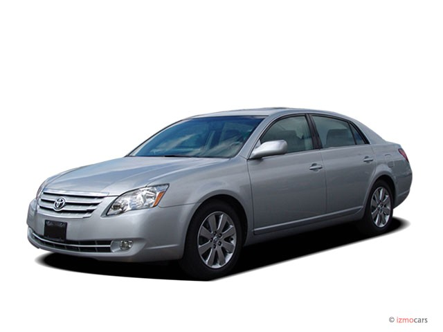 2007 Toyota Avalon 4-door Sedan XLS (Natl) Angular Front Exterior View