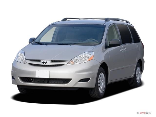2007 Toyota Sienna 5dr 8-Passenger Van LE FWD (Natl) Angular Front Exterior View