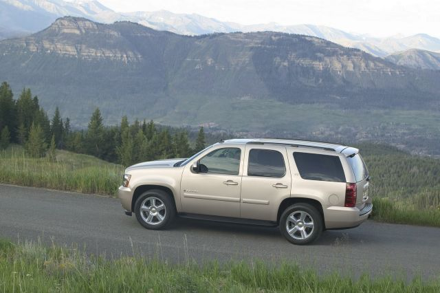 2007 Chevrolet Tahoe vs 2007 Nissan Pathfinder  The Car Connection