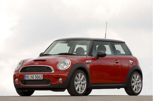 nhtsa investigating mini cooper s models for engine fires. Black Bedroom Furniture Sets. Home Design Ideas
