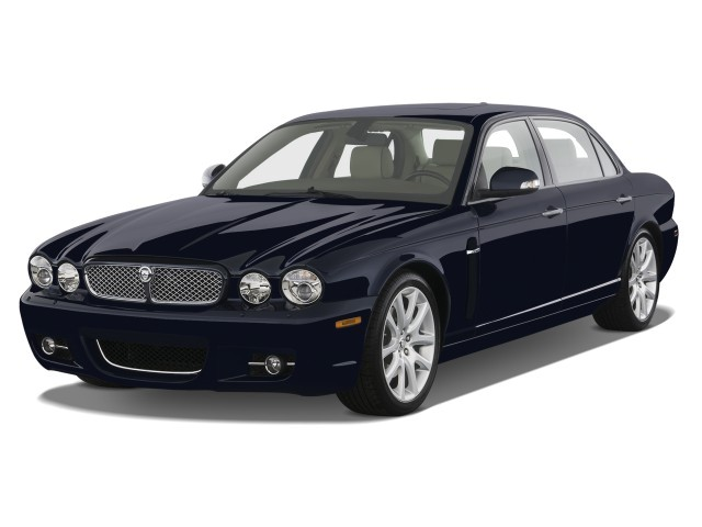2008 Jaguar XJ 4-door Sedan XJ8 L Angular Front Exterior View