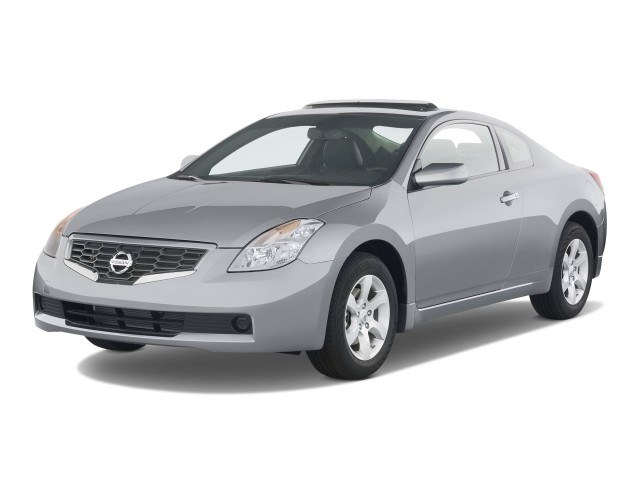 2008 Nissan Altima 2-door Coupe I4 Man S Angular Front Exterior View