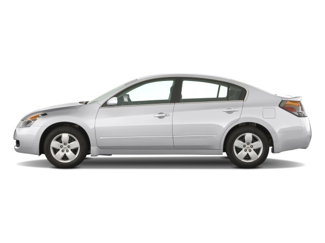 2008 Nissan Altima 4-door Sedan I4 CVT S Side Exterior View