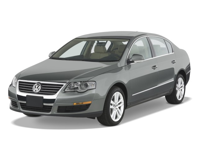 2008 Volkswagen Passat Sedan 4-door Auto Turbo FWD Angular Front Exterior View